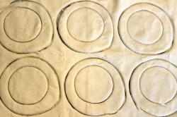 Příprava receptu Slané chuťovky z listového těsta, krok 2