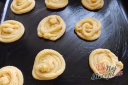 Příprava receptu Nejlepší větrníky s vanilkovým a karamelovým krémem, krok 12