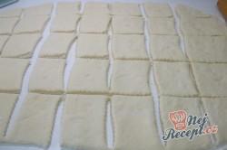 Příprava receptu Pečené povidlové buchty posypané cukrem, krok 3