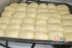 Příprava receptu Pečené povidlové buchty posypané cukrem, krok 5