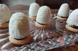 Příprava receptu Nepečené kokosové úlky plněné kvalitním pařížským krémem, krok 13