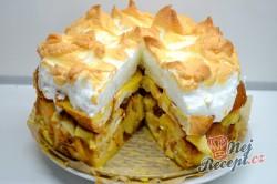Příprava receptu Žemlovka s jablky a rozinkami a bílkovou peřinkou, krok 8