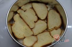 Příprava receptu Žemlovka s jablky a rozinkami a bílkovou peřinkou, krok 3