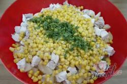 Příprava receptu Zeleninový salát s kuřecím masem a ananasem, krok 7