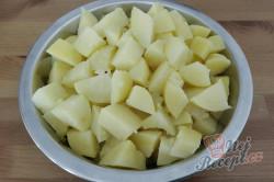 Příprava receptu Zeleninový salát s kuřecím masem a ananasem, krok 2