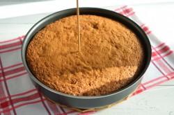 Příprava receptu Zdravější dezert - Mrkvový dort s citronovou polevou, krok 12