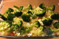 Příprava receptu Vrstvený těstovinový salát se zakysanou smetanou, krok 7