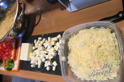 Příprava receptu Vrstvený těstovinový salát se zakysanou smetanou, krok 4