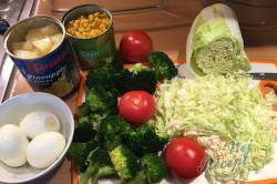 Příprava receptu Vrstvený těstovinový salát se zakysanou smetanou, krok 2
