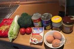 Příprava receptu Vrstvený těstovinový salát se zakysanou smetanou, krok 1