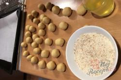 Křehké mandlové kuličky s marmeládou - vánoční recept, který je u nás tradicí již 50 let., krok 4