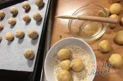 Křehké mandlové kuličky s marmeládou - vánoční recept, který je u nás tradicí již 50 let., krok 5