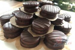 Příprava receptu Medová kolečka: Nejchutnější vánoční cukroví zalité čokoládou, krok 7