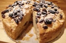Příprava receptu Jablečný koláč ze zakysané smetany s rozinkami, krok 9