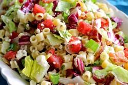 Příprava receptu Svěží zeleninový salát se sýrem a těstovinami, krok 1