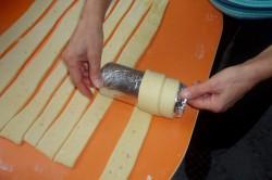 Příprava receptu Trdelníky s ořechovou drobenkou, krok 8