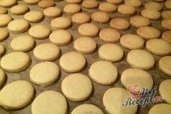 Příprava receptu Kokosovo-ořechové mlsání - DĚLBUCHY, krok 8