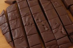 Příprava receptu Čokoládové kostičky POUZE ze 3 surovin, krok 4