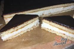 Příprava receptu Medové řezy s kokosovou náplní, krok 8