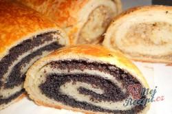 Příprava receptu Kynutý makový a ořechový závin, krok 21