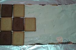 Příprava receptu Střecha z BeBe sušenek, krok 3